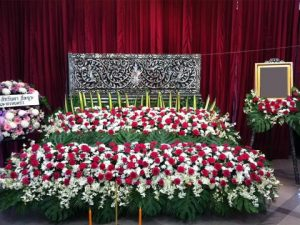 จัดดอกไม้หน้าศพแบบสวน04 Suriya Coffin