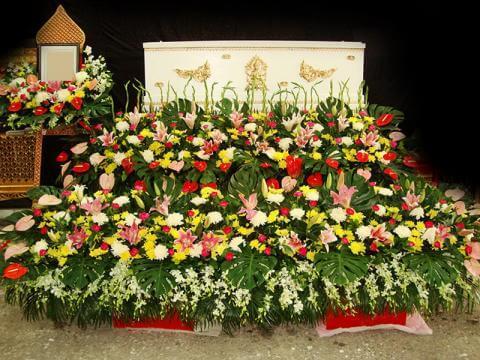 จัดดอกไม้หน้าศพแบบสวน02 Suriya Coffin