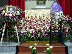 จัดดอกไม้หน้าศพแบบสวน01 Suriya Coffin