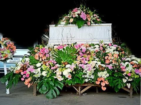 จัดดอกไม้หน้าศพแบบสวน07 Suriya Coffin