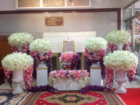 จัดดอกไม้หน้าหีบศพสั่งทำพิเศษแบบสวนโมเดิร์น01