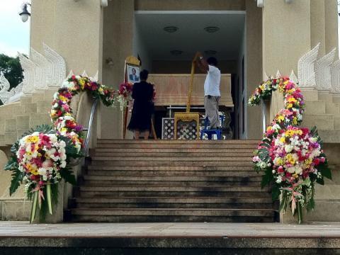 ดอกไม้ประดับเมรุ 09 Suriya Coffin